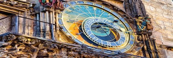 ساعت نجومی در میدان شهر قدیمی